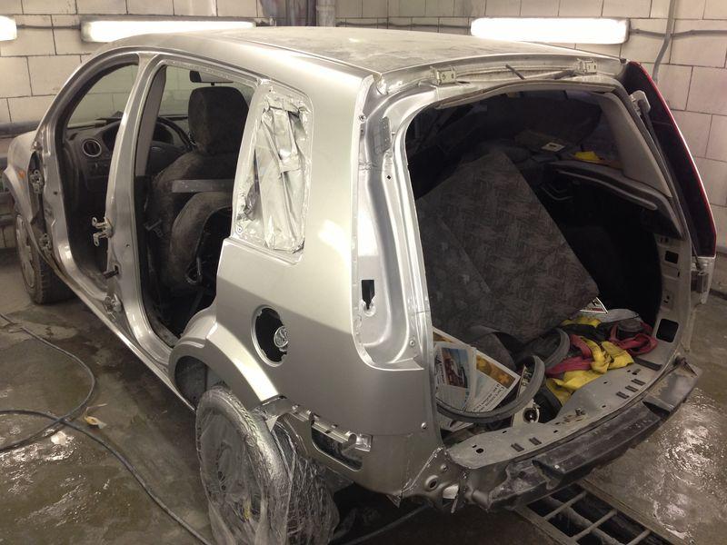 Форд: замена крыла, после кузовного  ремонта: